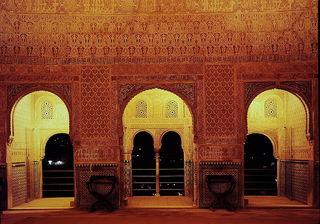 Alhambra_at_night.jpg